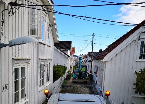 TRAVELT: Underleverandørene til Telenors fibersatsing i Risør er i full gang på flere steder i kommunen. Denne uken sto blant annet Trekta for tur. Ved endt prosjekt skal 1200 abonnenter ha tilgang på fiber.