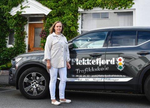TAKTISK: Hilde M. Klungland oppfordrer alle som skal ta førerkort til å begynne så tidlig som mulig