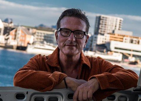 """Lars Knutsen er nå klar med singelen """"Vi så oss aldri tebake"""", en sang om den skamløse kjærligheten. Foto: Odd-Harry Hansen"""