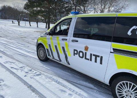 Mandag formiddag rykket politiet ut til Tverlandet etter melding om mulig slåsskamp på Løding skole.