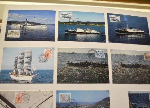 POPULÆRE: Postkort med gammel hurtigruteskip og ett og annet seilskip er gode salgsobjekt. Mange er opptatt av maritime motiv. FOTO: TOM R. HJERTHOLM