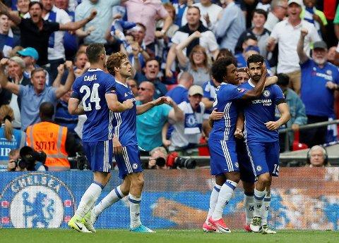 Chelsea møter vårens serietoer Tottenham allerede i andre runde i høstens Premier League. (Foto: Kirsty Wigglesworth / AP / NTB scanpix)