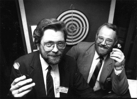 Frank Aarebrot sammen med valgforsker Bjarne Kristiansen i 1989.
