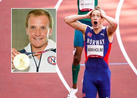 Karsten Warholm jubler for OL-gull og verdensrekord under OL finalen i 400 hekk på Olympisk stadion i Tokyo. Innfelt: Kristian Blummenfelt.