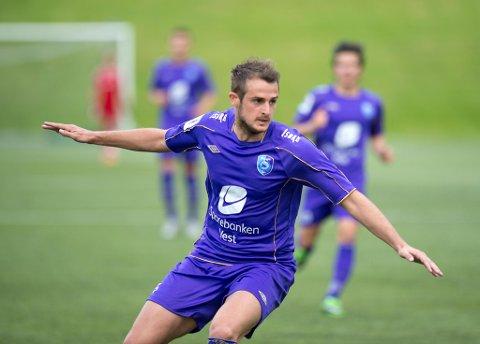Denis Ljubovic (33) har spilt i kroatisk toppserie, men har vært i Bergen siden 2014. Først i Fyllingsdalen (bildet), siden i Lysekloster og nå i Øystese. Ljubovic scoret i hatoppgjøret mot Norheimsund fredag, som Øystese vant 3-0.