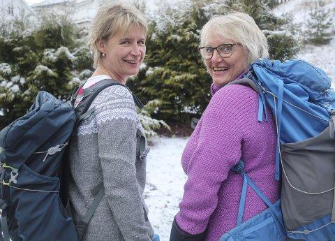 1 HJEMME IGJEN: Marianne Løvås (f.v.) og Herbjørg Dale Bjerke skal snart ut på nye turer sammen. 2 MILEVIS I REGN: Som kjent finnes det ikke dårlig vær. 3 LANGE ETAPPER: Noen var på sju timer, men i rolig tempo. 4 SPREKE: Marianne Løvås (f.v.) og Herbjørg Dale Bjerke snart på toppen. 5 BEVISET: Uhuru Peak er på 5.895 meter over havet, og det høyeste punktet på Kilimanjaro. Dette er Afrikas høyeste og verdens eneste frittstående fjell. 6 REGNSKOG: Første og siste etappe av turen var gjennom frodig regnskog. Mer om turen og programmet på http://www.jarletraa.no/dagbok-27-des-2016Foto: Eli Bondlid/Privat