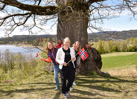 KLARE: Etter mange møter har 17. mai-komiteen i Krødsherad laget et program som tar smittevernhensyn, men også gjør at kryllingene får feiret nasjonaldagen. Tina Kvilhaug (foran), Jannicke Morken (t.v.), Gunn Skinnes Pedersen (t.h.), Kristine Nore (bak).