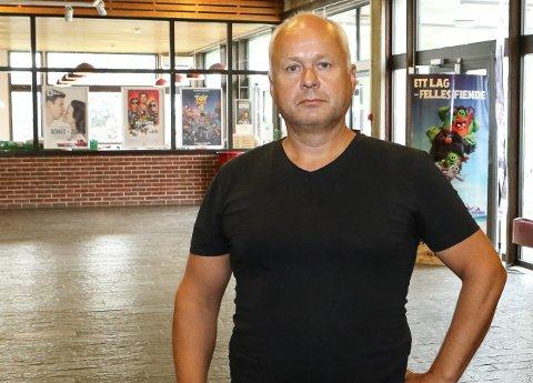 IKKJE I ÅR: Dei store juleborda med buffé og dans blir det ikkje noko av i år,  er Øystein Berge og direktør Jonas Alander ved Quality Hotel Florø einige om.