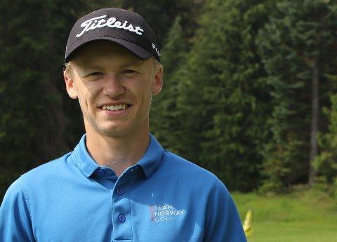 KLAR: Jakob flyttar frå Florø til USA for å kunne spele golf heile året.