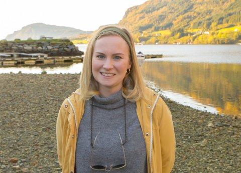 UNESCO: Alice Hestad Vie, geolog, skal dei neste månadane jobbe med Fjordkysten regional- og geopark. Ein del av det dei no held på med, er å få parken på UNESCO-lista som ein såkalla UNESCO global geopark. Det som kjenneteiknar ein slik park er at unike geologiske stader og landskap blir forvalta på ein heilskapleg og god måte.