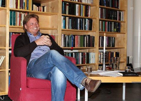 Statister: Jørn Lier Horst skriver krimbøkene om William Wisting. Vinterscenene til en krimserie, basert på to av bøkene hans, skal spilles inn i Grue i mars. Nå søkes det etter statister. Foto: Kjell R. Hermansen