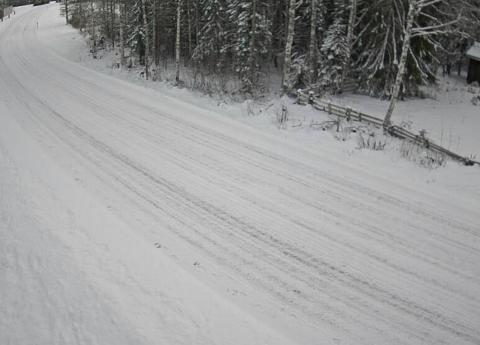 GODT VINTERFØRE: Slik så det ut på E16 ved Øyermoen klokka 11.22 søndag formiddag. Foto: Statens Vegvesen