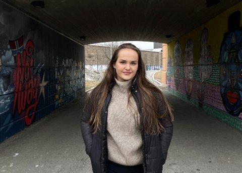 – Det er stort å debutere som forfatter, sa Victoria Dalsberget da hun lyrikksamlingen kom ut i mars. Foto: Anita Krok