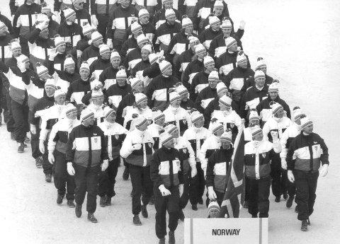 Calgary arrangerte vinter-OL i 1988. De har trukket søknaden om OL i 2026.  Her er de norske deltakerne med Oddvar Brå i spissen under innmarsjen til åpningsseremonien i 1988.
