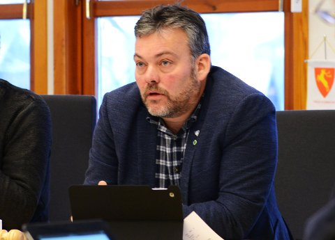 Ordfører i Lom, Bjarne Eiolf Holø (Sp) reagerte skarpt da Ap ville vite om habilitet og rollen som eier på Krossbu.