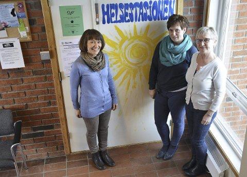 DAGLIG PÅ ROA: Mette Nilsen Hole, Kristin Næss Berge og Åse Raneng har til vanlig kontorer i rådhuset på Roa.