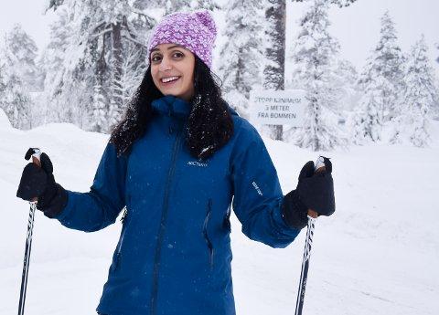 HADIA TAJIK: PÅ skitur på Lygna desember 2019. Lørdag er hun hos Brandbu bokhandel for å signere egen bok.