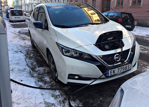 NATTELADING: Både Glitre energi og Norsk elbilforening oppfordrer folk til å lade om natta.