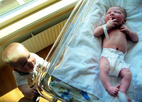 NYFØDT: Senterpartiet mener det er viktig at mor og barn får tid etter fødselen til å få i gang ammingen og til å forsikre seg at barnet er friskt, skriver Geir Pollestad, Sp. Ill.foto: NTB scanpix