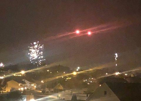 Ved midnatt ble det også skutt opp en rekke nødraketter over Haugesund sentrum.