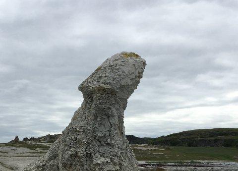 IØYENFALLENDE: - Her kommer et bidrag i kategorien «Fjellformasjoner i Finnmark», skriver innsenderen. Bildet er tatt på Trollholmsund i Porsanger.