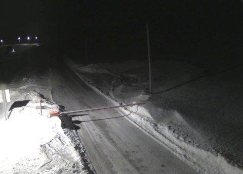 STENGT: Både Nordkapptunnelen og Honningsvågtunnelen ble stengt fredag ettermiddag. Honningsvåg er dermed isolert inntil videre. Bildet viser E69 Vedbotn klokken 18:37.