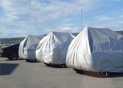 Tom Rune Hansen i Vadsø sier til iFinnmark at han så bilene parkert utenfor Fjordhotellet i Vadsø.