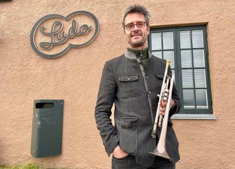 DANSEBAND-MUSIKER: - I DansBalik-konserten ifører vi kjent dansebandmusikk balkandrakt, lover orkesterleder, arrangør og trompetist Ole Thomas Gjærum. Lørdag leverer han publikum sin balkanlåt nummer 150.