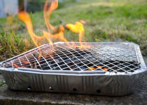 DROPP GRILLEN: Brannvernforeningen anbefaler å droppe engangsgrillen i sommer.