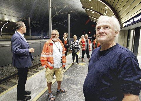 Imponert: Juryleder Ola Bettum fra Norske landskapsarkitekters forening NLA var tydelig imponert over de enorme dimensjonene i stasjonshallen. Foto: Pål Nordby