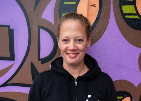 MED TEFT FOR TAKT: – Å undervise i kulturskolen blir bare mer og mer givende, sier Elisabeth Mørland Nesset. I tillegg til lærerjobben i Holmestrand kulturskole, er den profesjonelle trommeslageren aktiv på mange musikalske fronter. Lille julaften blir hun å høre i «Kvelden før kvelden» på NRK1 med bandet til Kari, Ola og Lars Bremnes.