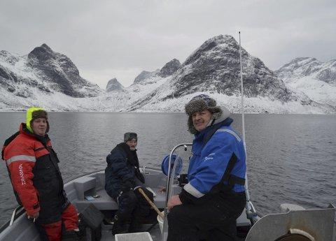 Det ble en opplevelse med mektig natur for søringene fra Kragerø. Her fra venstre Arild Hansen, Egil Høvik og Øistein Eckholdt. Her har Mehmed Mustafa knipset en ørn like ved båten.