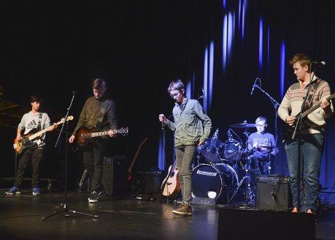TØFF GJENG: The Keys med Theodor Bartlett Enes Mehl som vokalist, framførte «Love Gun» av Kiss/The Doors.