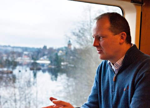 Samferdselsminister Ketil Solvik-Olsen (Frp) fra en togtur forbi Kongsberg på Sørlandsbanen.