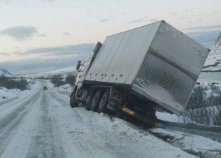 STOPP: Autovernet holder i mot vekta av lastebilen.