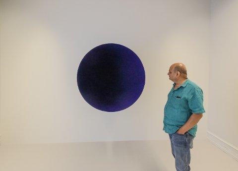 """MYSTISK: – Som å stå foran et mysterium, sier kurator Alnoor Mitha om Anish Kapoors """"Void"""" i utstillingen som åpner lørdag på galleri F15."""