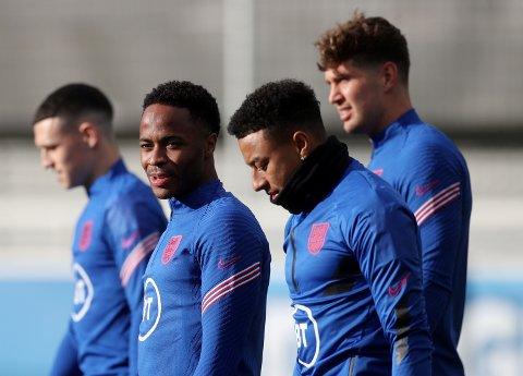 TIL NEWCASTLE?: Raheem Sterling og Jesse Lingard bør hentes av Newcastle, uansett pris. Det mener Rio Ferdinand.