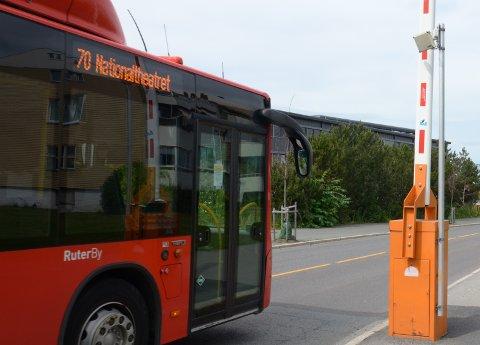 I løpet av høsten skal bommen i Enebakkveien ved Sandstuveien senkes igjen. Kun bussene skal få kjøre herfra til Ryenkrysset.