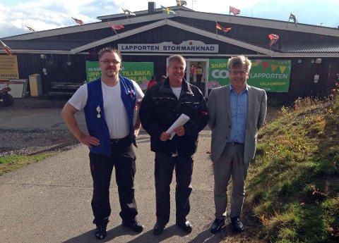 Butikksjef Kenneth Björn, Klas Ekdahl og administrerende direktør i Coop Malmfläten, Peter Fjallborg. Arkivfoto: Lone Martinsen.