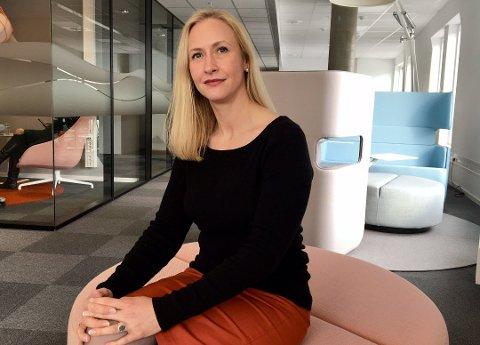 TAUSHETSPLIKT: Renate Larsen, styreleder på Hålogaland Teater, forklarer at hun og styret ikke har kunnet si så mye om sparkingen av Inger Buresund fordi de er bundet av taushetsplikt.