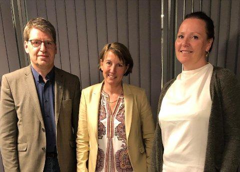 DET SISTE BILDET: Ola Tore Dokken, Esther Gilen og Linn T. Sunne fotografert etter enigheten. Fotografen er advokat og partner Tore Thallaug ved det velrenommerte advokatkontoret Thallaug på Lillehammer.