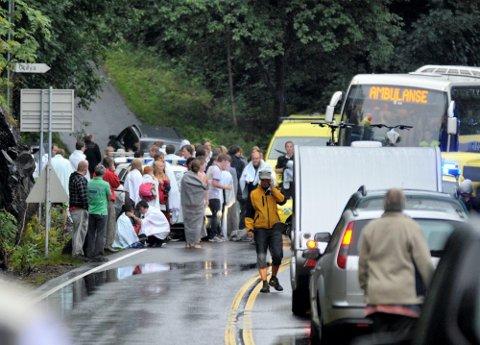 FIKK HJELP: Pårørende og overlevende som var på Utøya ble samlet på Sundvollen Hotell terrorkvelden 22. juli. Etter at de kom hjem til kommunen, dabbet den proaktive oppfølgingen ganske raskt av, rapporterer flere av de overlevende. .