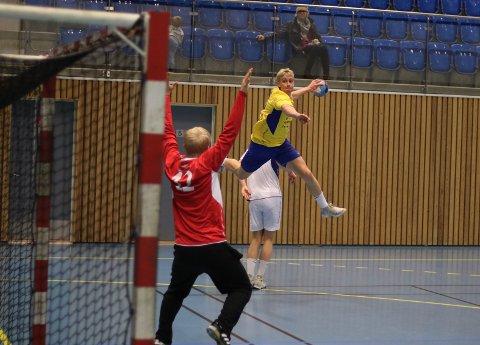 SEIER: Dag Hafsengen Olsen og Ski slo Vestli på bortebane onsdag kveld. Olsen scoret syv av målene.