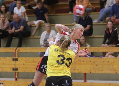 FYRER LØS: Nykommer Martine Kårigstad Andersen viste seg frem på hjemmebane for første gang mot Sola.