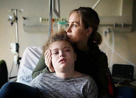 MAMMAS FAVN: June Wallum er mamma til Eva Natali som lider av en sjelden genfeil. De er glade for hver dag de har sammen.