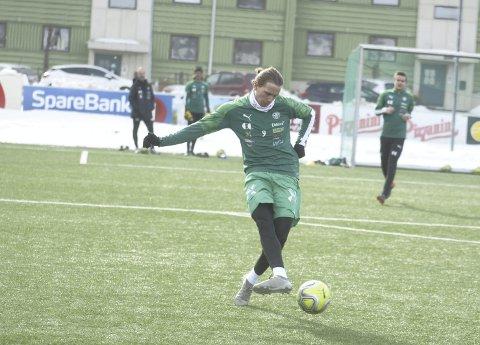 TILBAKE I 1. DIVISJON: Jonas Enkerud bøttet inn mål for Elverum i 2.divisjon i fjor, og nå er det HamKam som skal nyte godt av solungens tjenester.