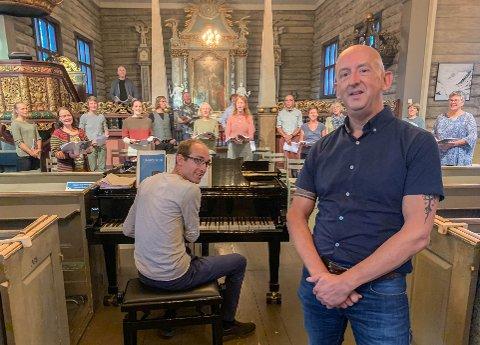 ØVER MYE: Marcel de Bruijn øver mye. Her på øvelse med dirigent Ole Andreas Fevang og koret Cantate Domino