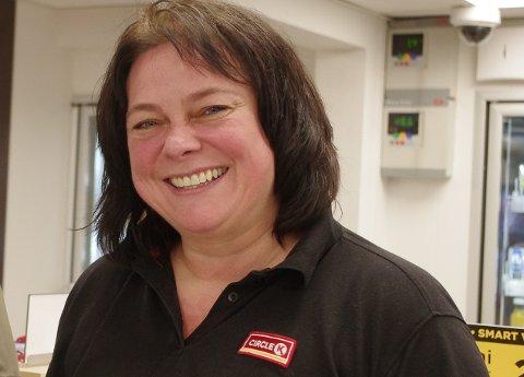 GIR SEG: Merete M. Birkelund takker for seg som daglig leder ved Circle K i Alvdal.