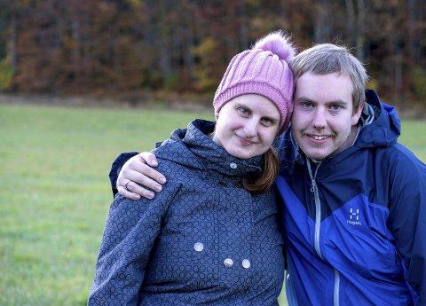 På Tjøme: Nathalie Gjesdal og Einar Anbjørn Hansen fant kjærligheten på en fototur til Hamar. Fotografiturer er en stor del av parets livsstil. En hobby paret aldri går lei. Til venstre ser du et par bilder som Einar har tatt. Bildene til høyre har Nathalie knipset.