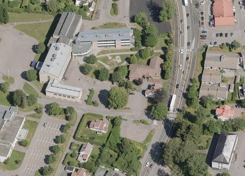 MYE TRAFIKK: Utkjøringen fra Rektorveien ved Borgheim menighetssenter har til tider stor trafikk. Det fører med seg en del problematikk.